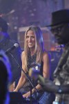 Sheryl Crow Performs Live on Letterman  (7)