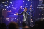 Jamie Foxx Performs Live on Letterman