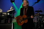 100368 0018 Snoop Dogg Busts Rhymes With Willie Nelson During Live On Letterman Webcast