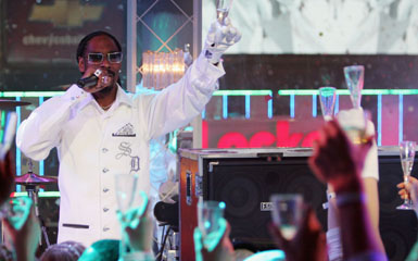 snoop cheers Live On Letterman: The 5 Best Snoop Dogg Videos